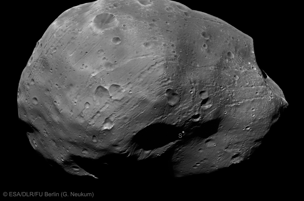 New Photos: Mars' Biggest Moon Phobos Up Close