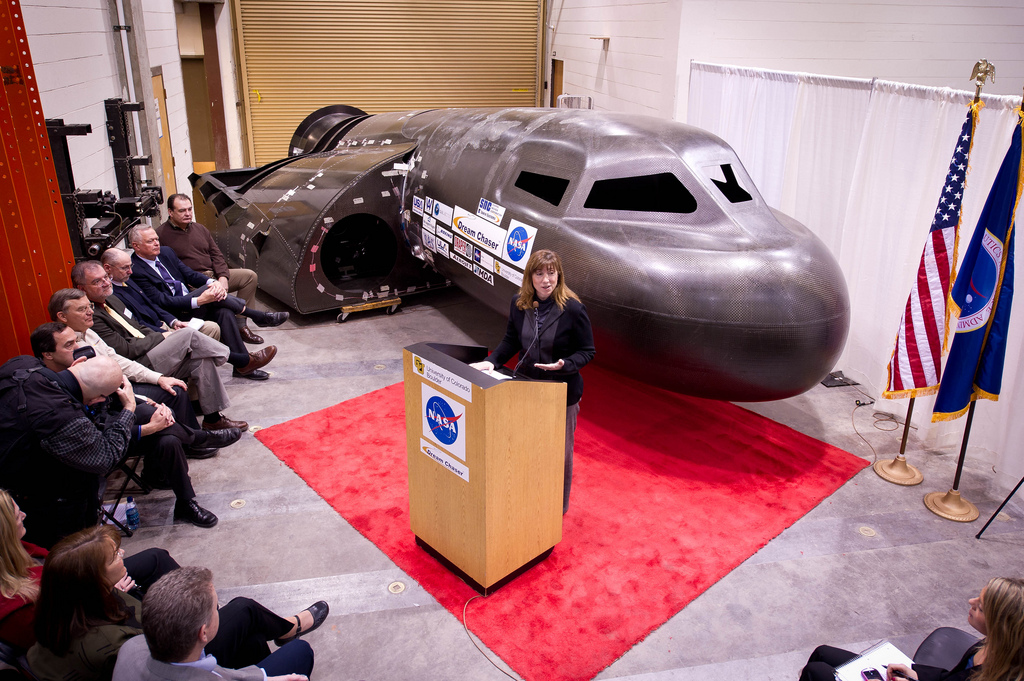 NASA Deputy Administrator Tours Dream Chaser