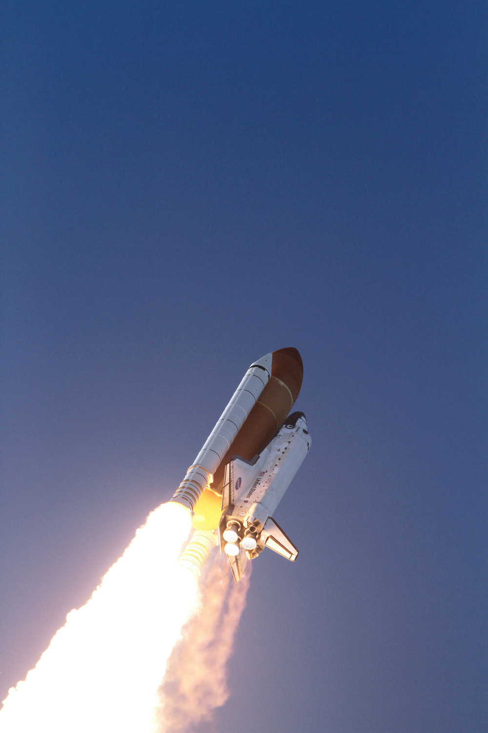 Amazing Views of Space Shuttle Discovery's Launch From Above