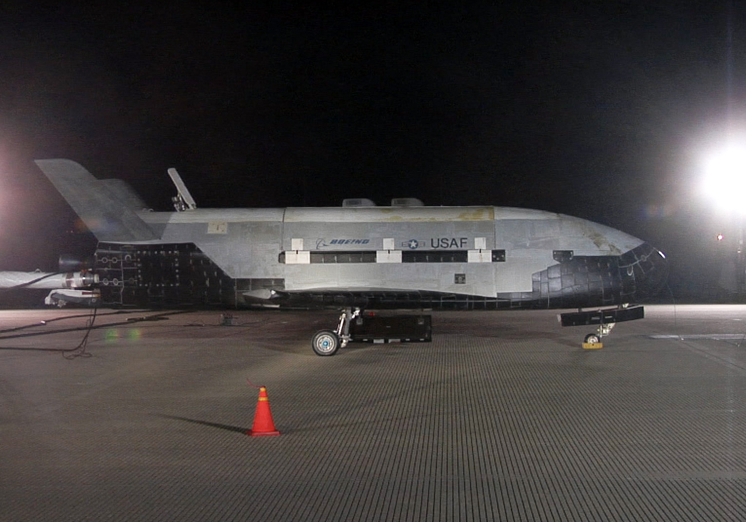 Mystery Surrounds Air Force's Secretive X-37B Space Plane Landing Plan