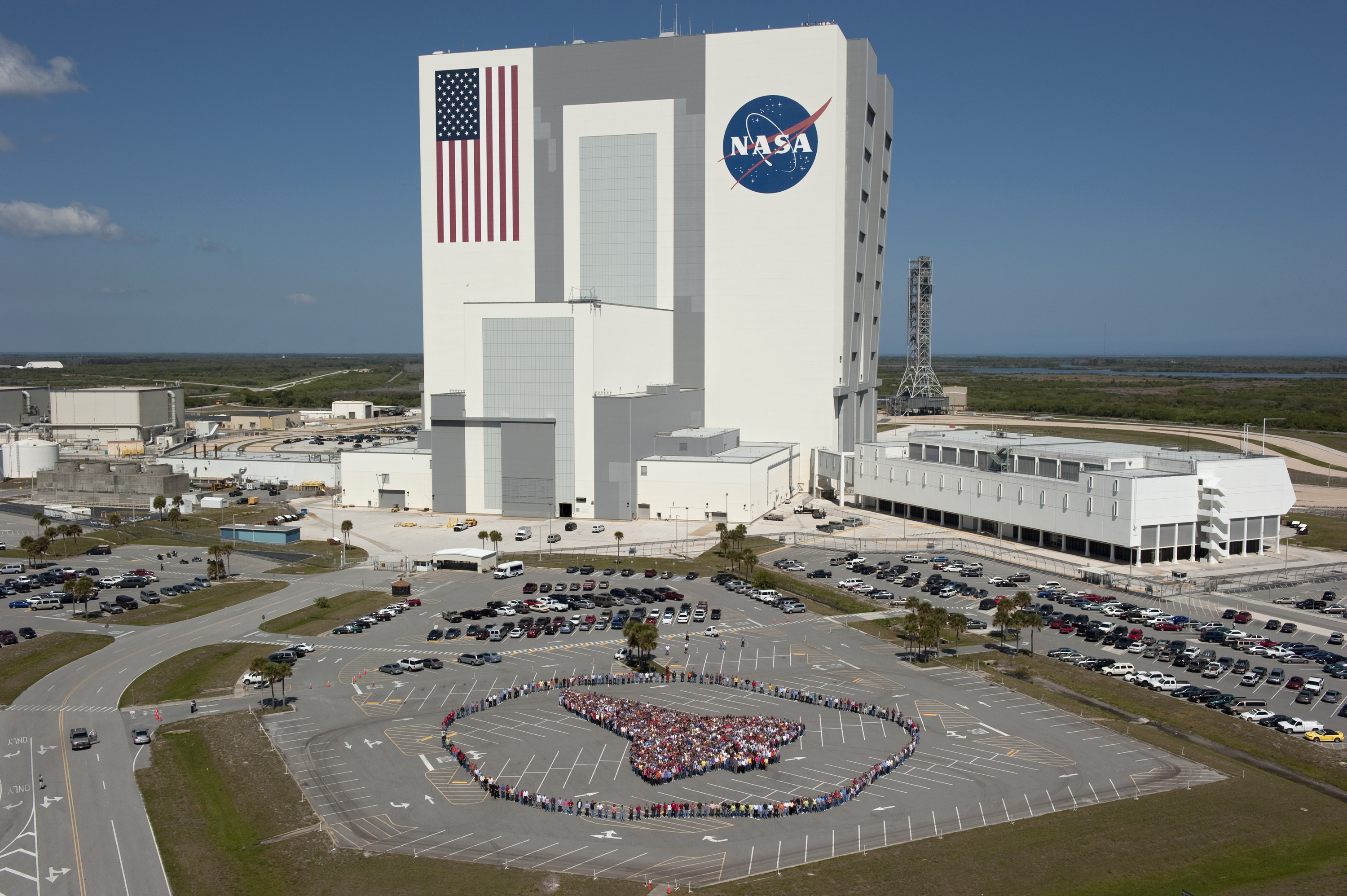 NASA Invites Public to Tour Voluminous Vehicle Assembly Building