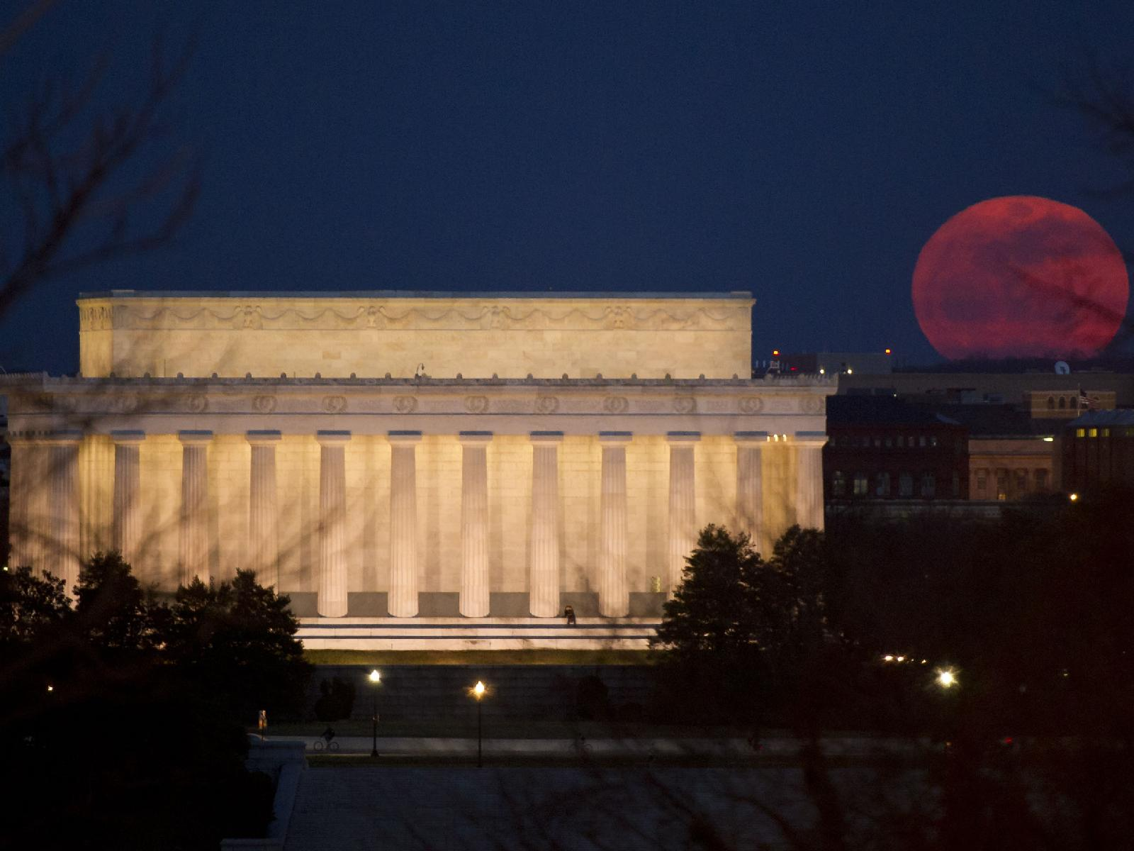 Abraham Lincoln vs. Supermoon