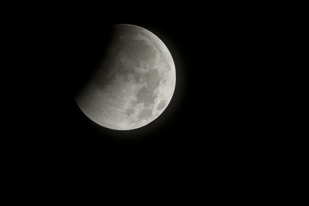 2010 Total Lunar Eclipse of U.S. Capital Begins