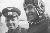 Yuri Gargarin (left) with Vladimir Komarov