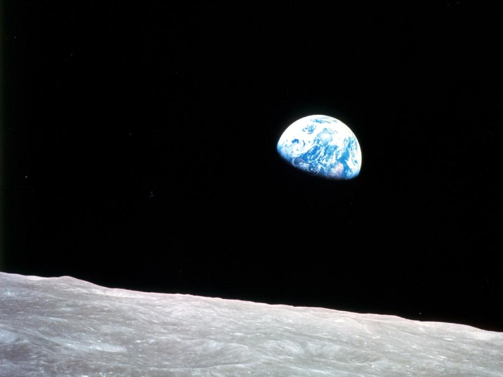 New Moon Video Recreates Iconic 'Earthrise' View