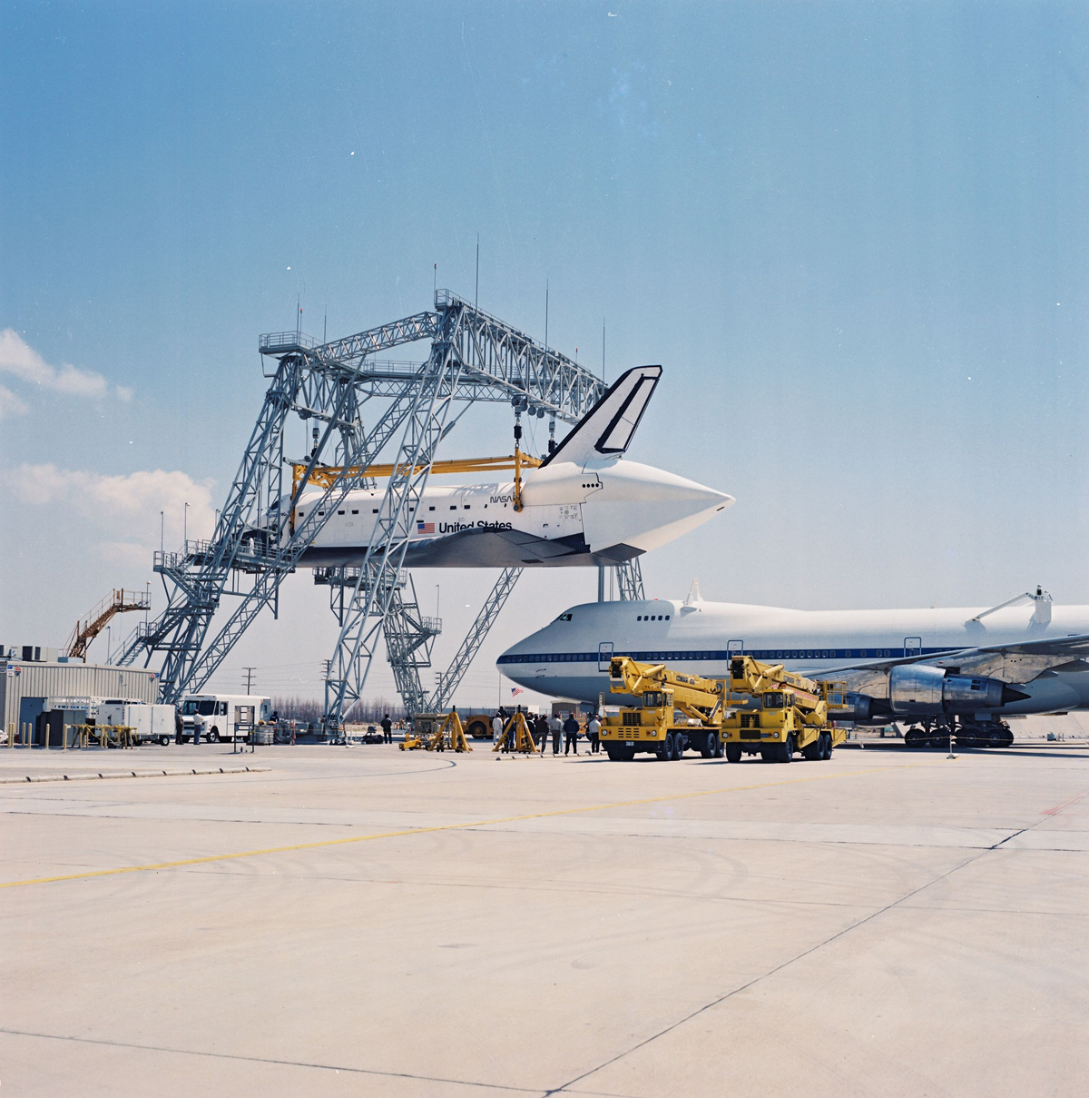 Endeavour Mates to the Shuttle Carrier Aircraft