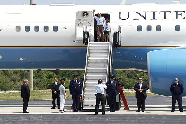Obamas Visit NASA Spaceport Despite Shuttle Launch Delay