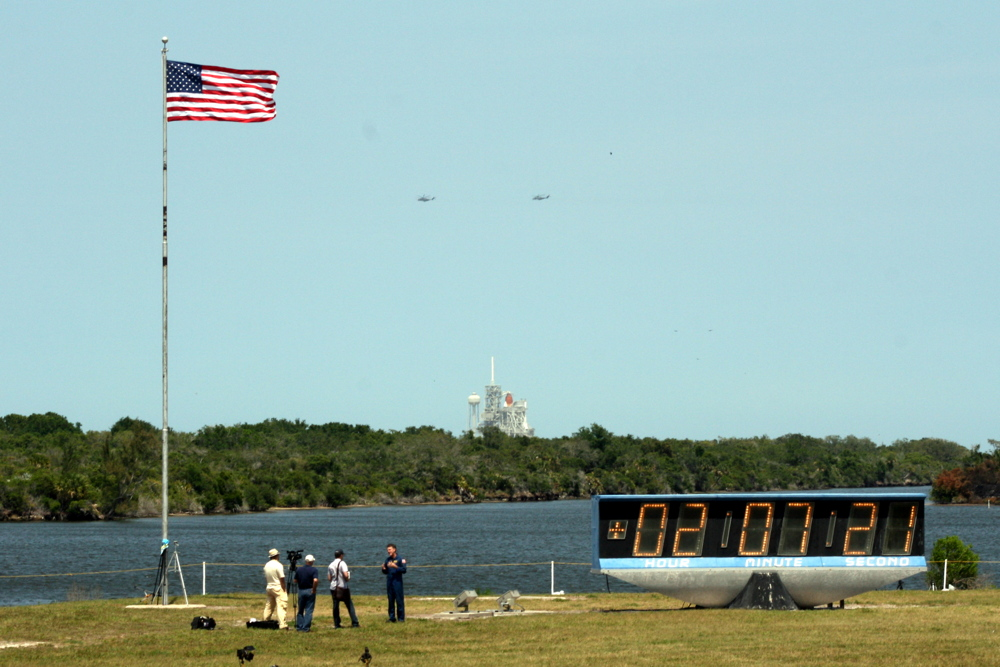 Obama Flies Near Space Shuttle Launch Pad