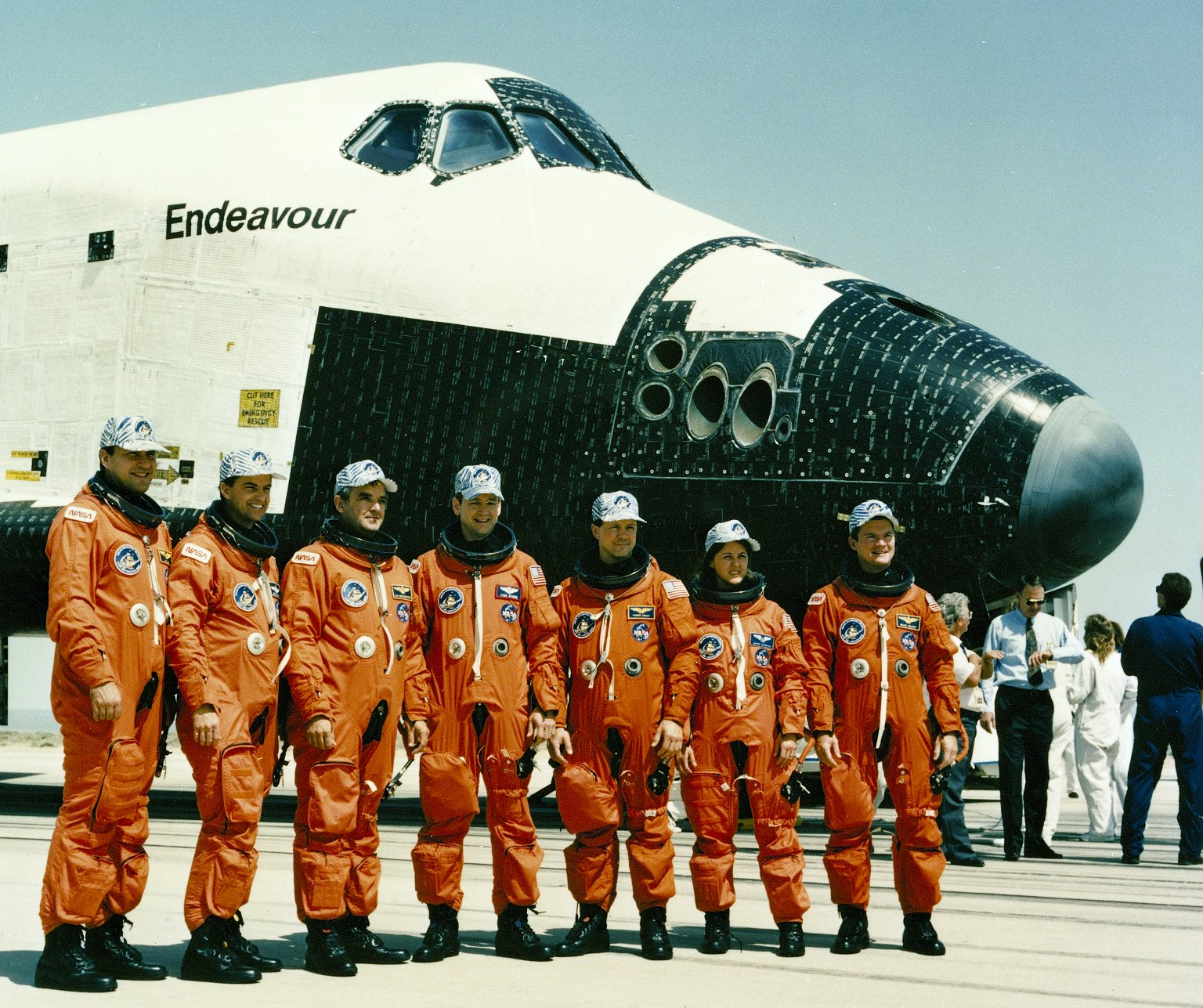 Flying NASA's Baby Spaceship: Q&A with Shuttle Endeavour's 1st Commander