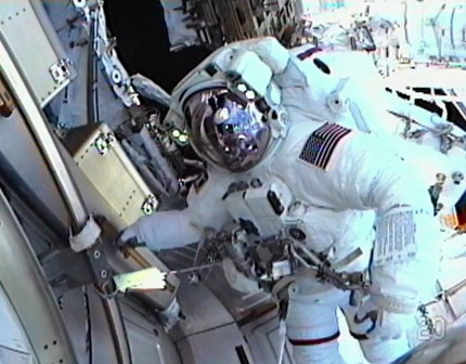 Spacesuit Glitch Cuts Spacewalk Short at Space Station