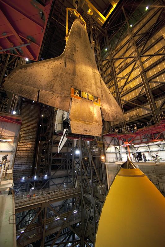 Atlantis Lowering to Mobile Launcher Platform