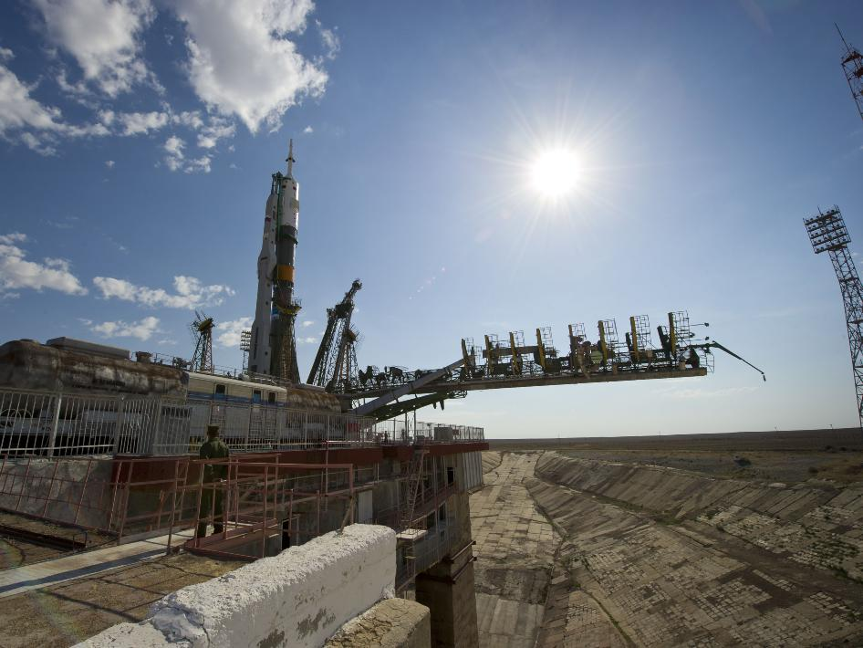 Soyuz TMA-02M Spacecraft to Launch Expedition 28 Crew