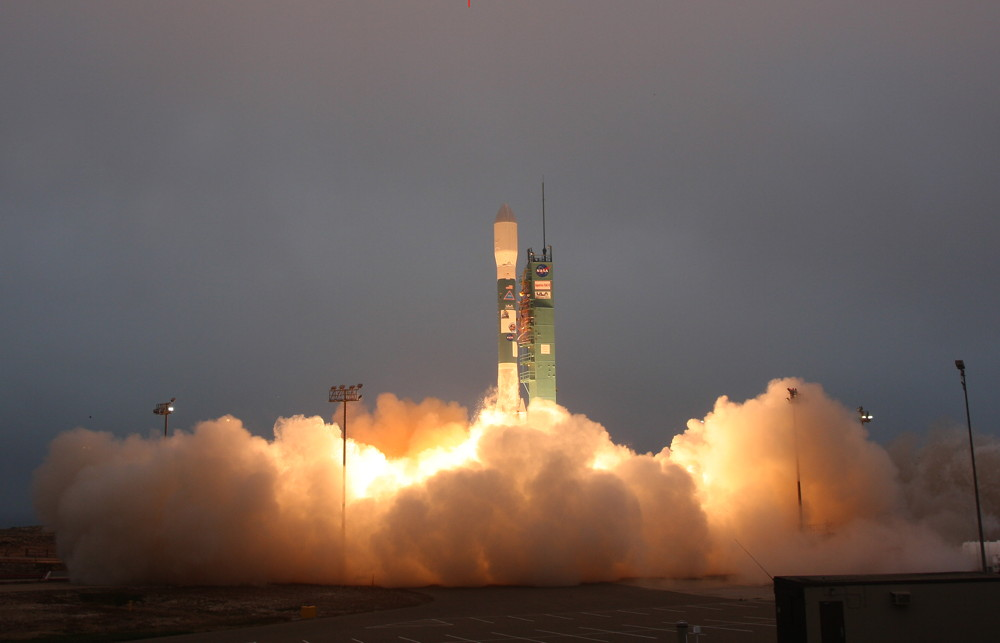 A United Launch Alliance Delta II rocket blasts off from Space Launch Complex-2 at 7:20 a.m. PDT, June 10, 2011, with the Aquarius/SAC-D observatory for NASA and the Space Agency of Argentina.