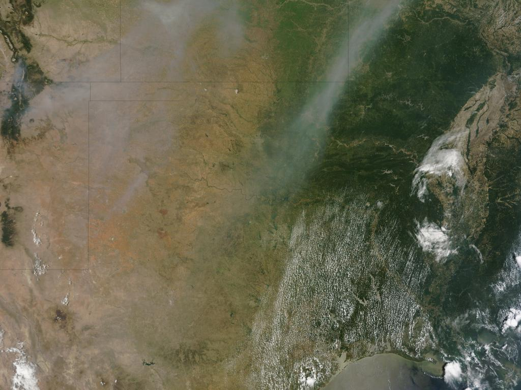 Smoke from Arizona Fires Moving Over U.S.