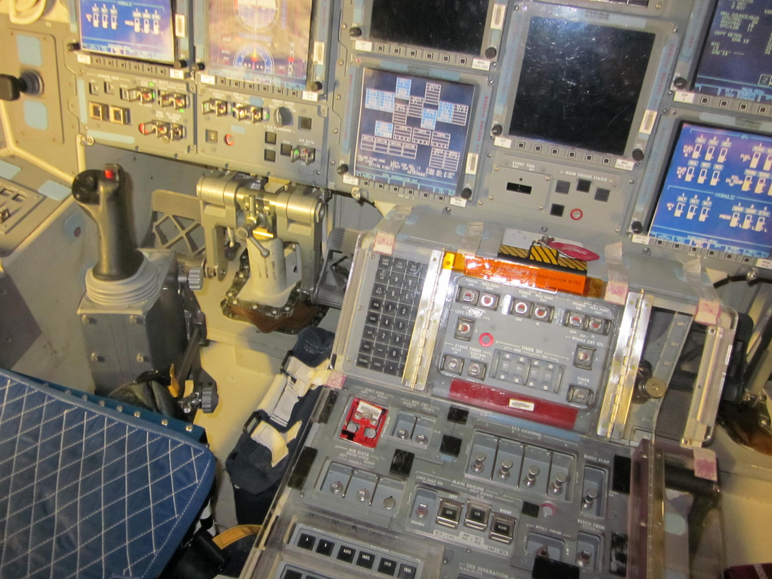 Space Shuttle Closeup: Panoramic Photos Capture Discovery's Interior