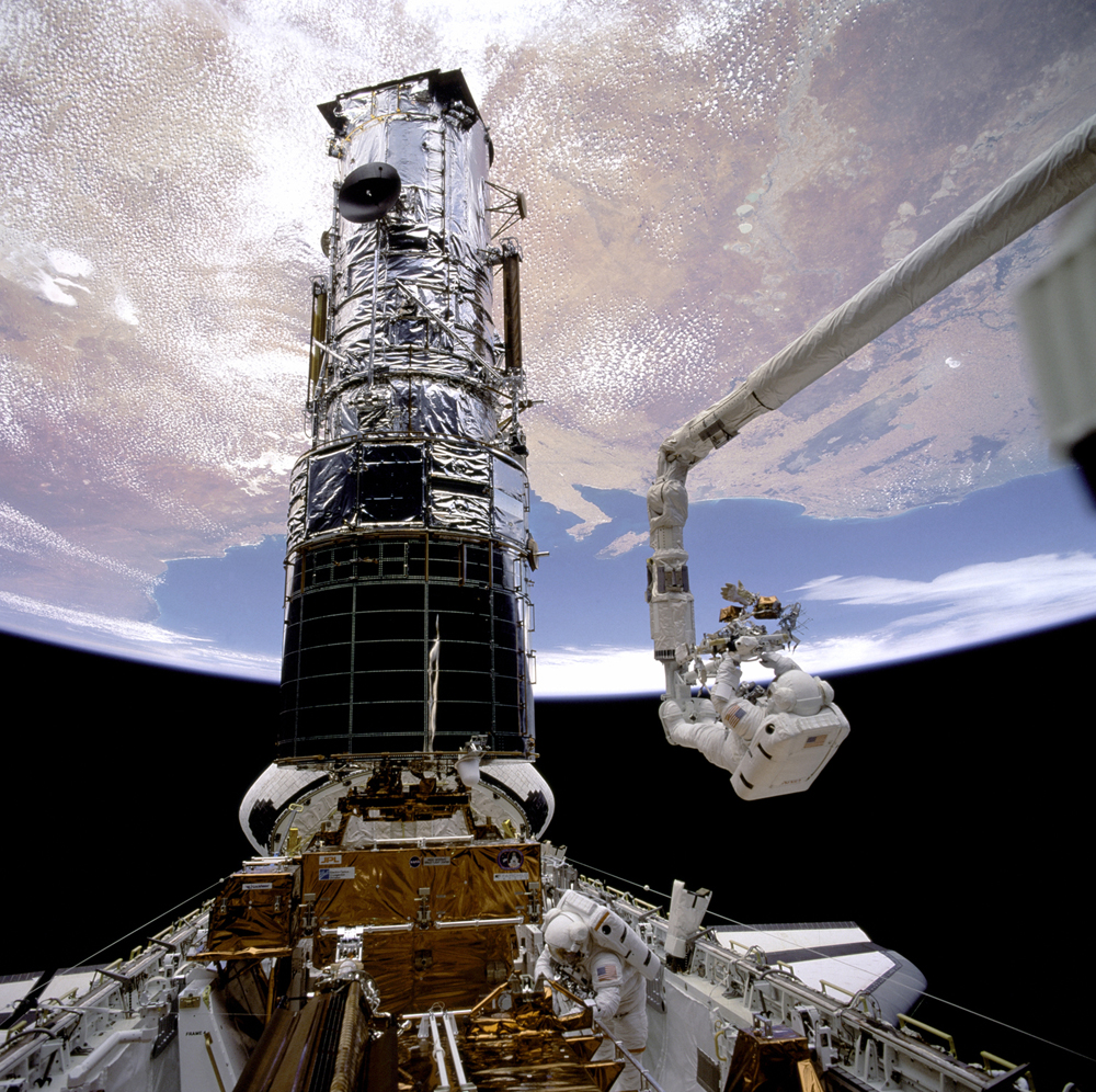 Saving Hubble: Astronauts Recall 1st Space Telescope Repair Mission 20 Years Ago