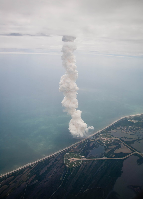 Atlantis' Exhaust Plume Extends into the Clouds