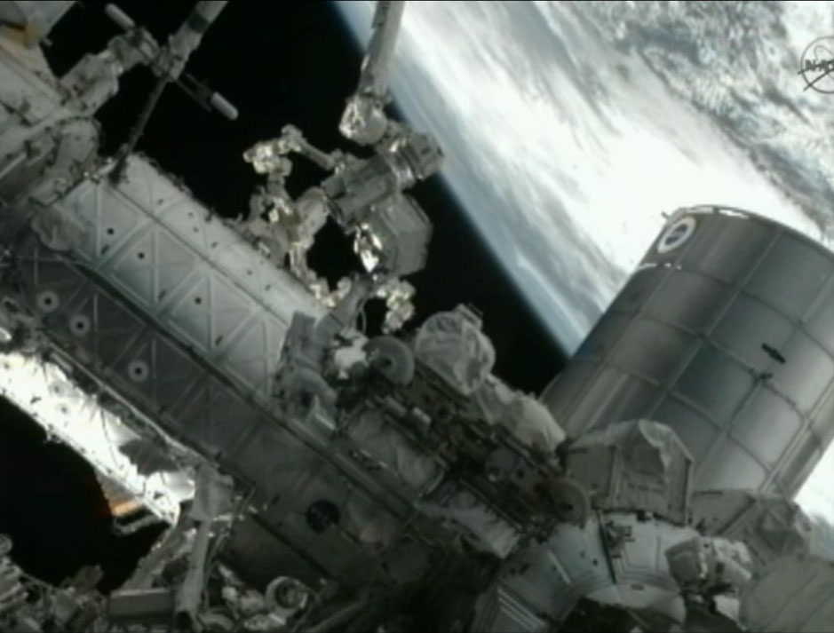 US Astronauts Make History With Last Spacewalk of Shuttle Era