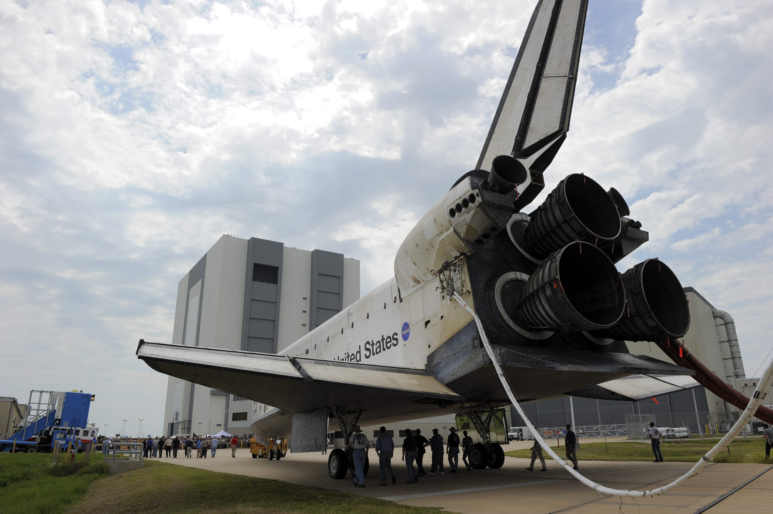 Atlantis Towed to Shuttle Landing Facility