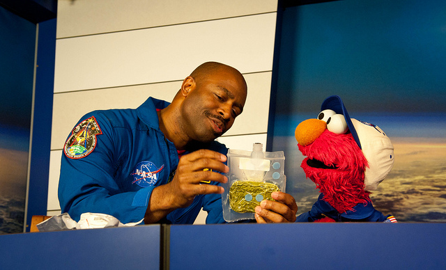 Elmo Gets a Space Food Lesson