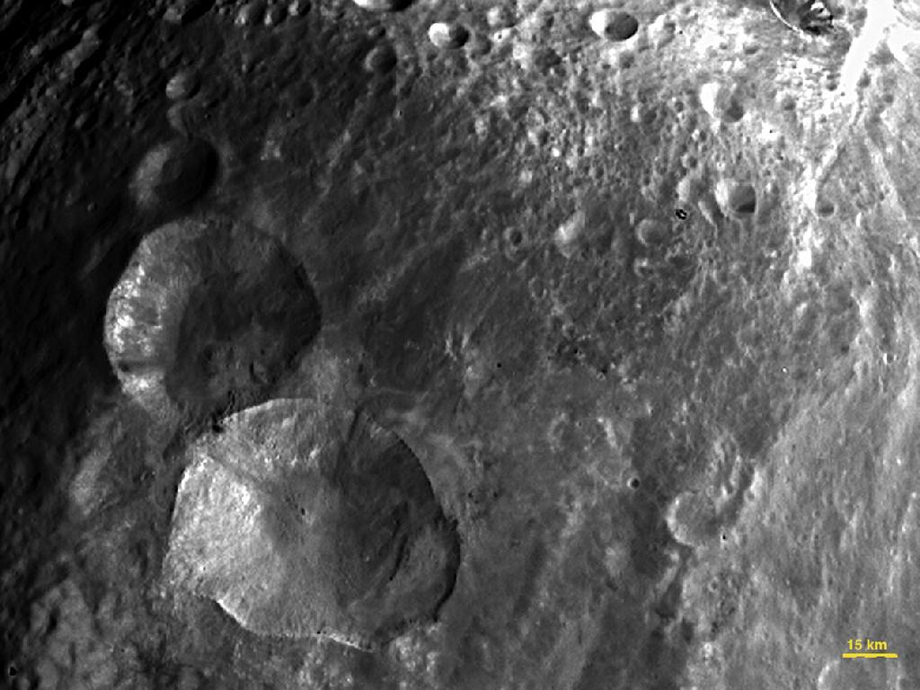 Asteroid Vesta Home to 'Snowman' Made of Craters