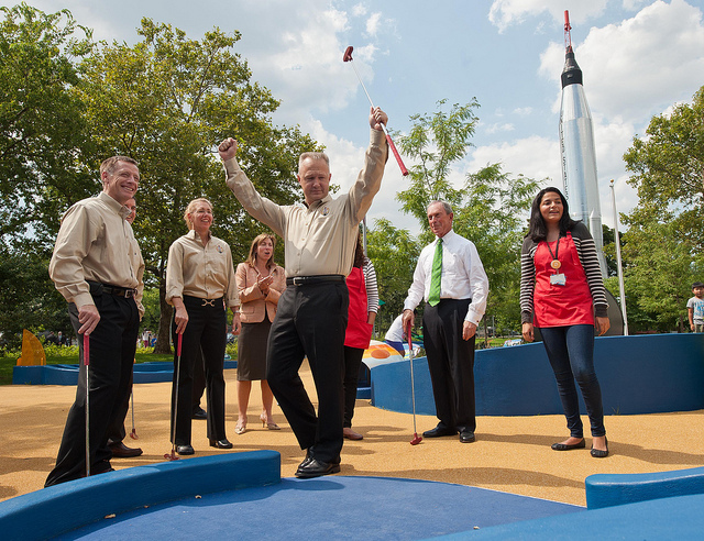 (Mini-) Golf in Queens with the Mayor and the STS-135 Astronauts