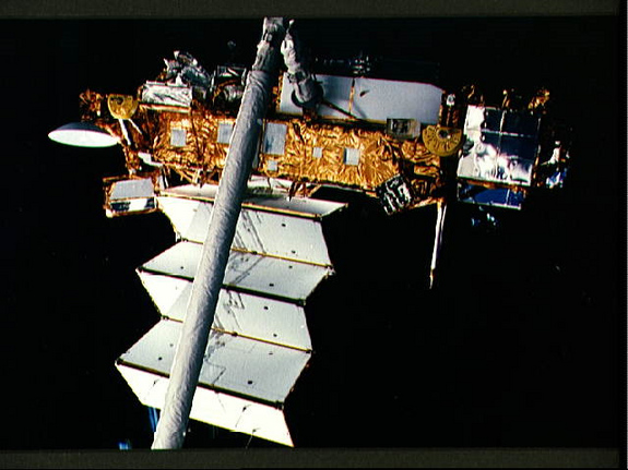 The Upper Atmosphere Research Satellite is in the grasp of the remote manipulator system end effector above the payload bay of the Earth-orbiting Discovery during STS-48 pre-deployment checkout procedures.