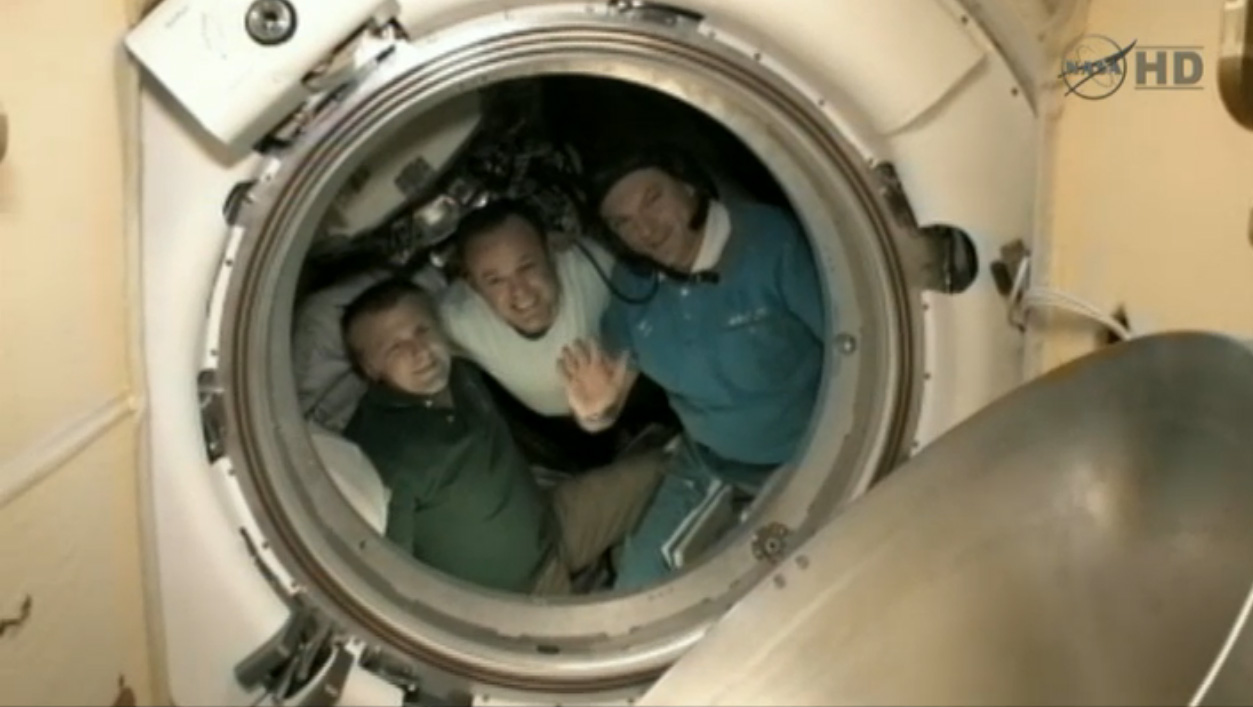 Expedition 28 Crew Bids Farewell to Space Station