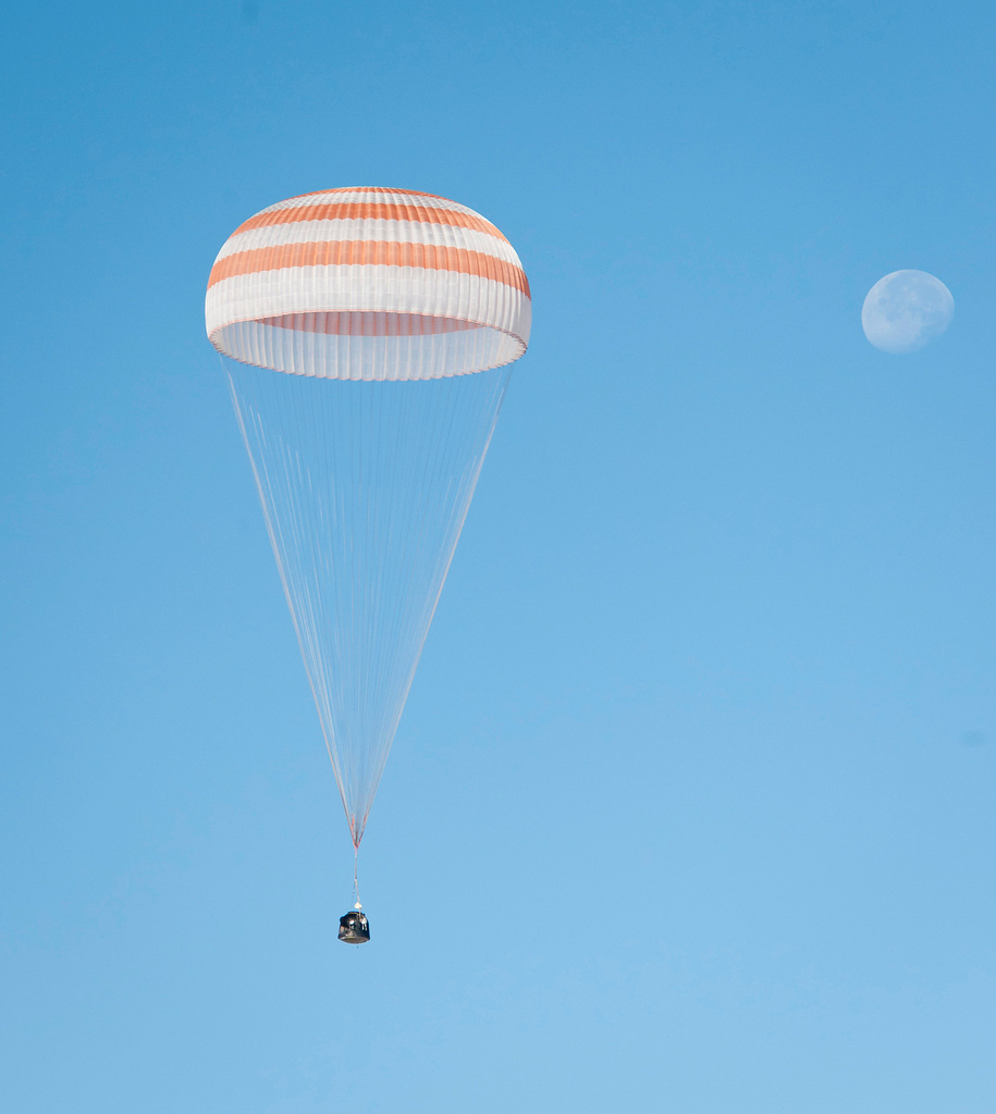 Moon & Space Capsule Shine in Striking Astronaut Landing Photos