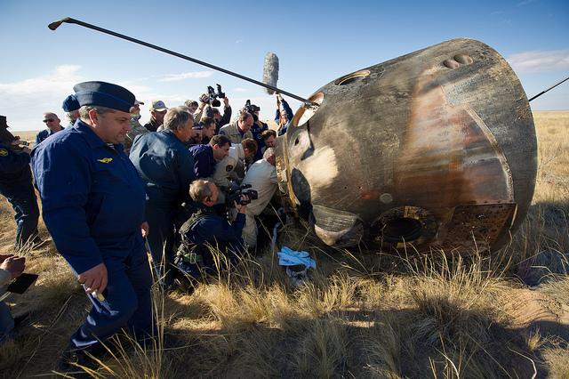 Soyuz TMA-21 Crew Members Exit