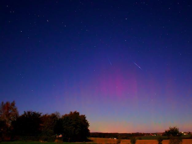 2011 Draconid Meteors and Aurora By Jesper Grønne