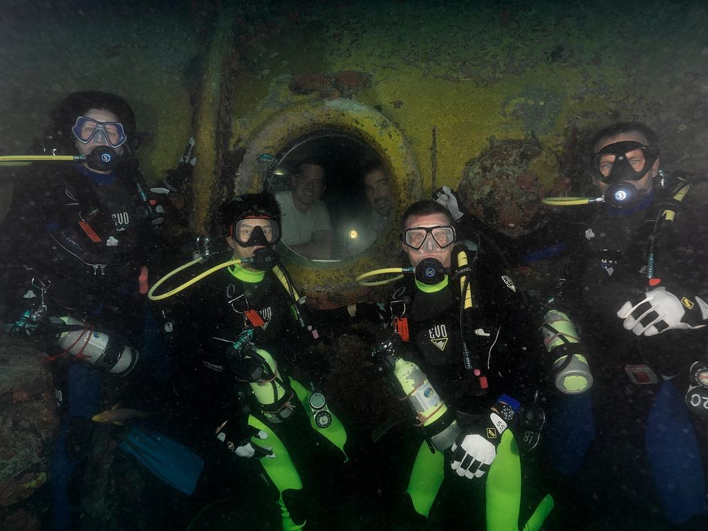 Neemo 15 Aquanauts Underwater