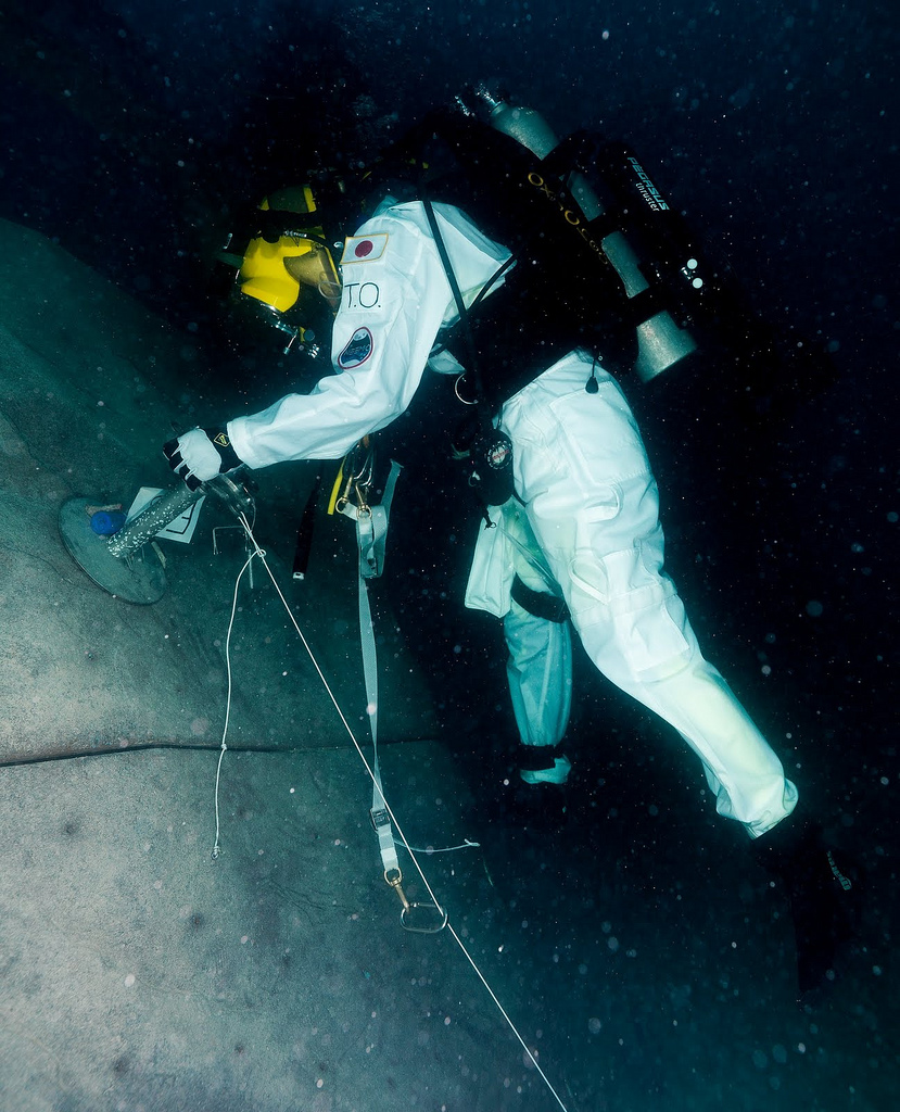 Neemo 15 Crewmember Experiments With Walking