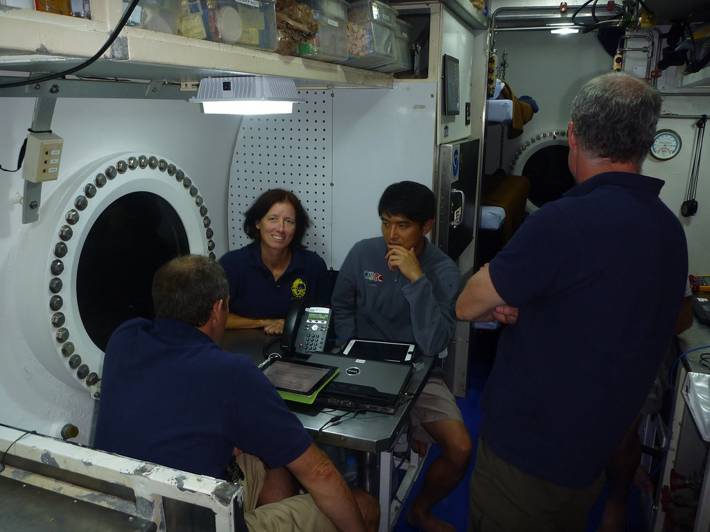 NEEMO 15 Crew Gathers at the Galley Table