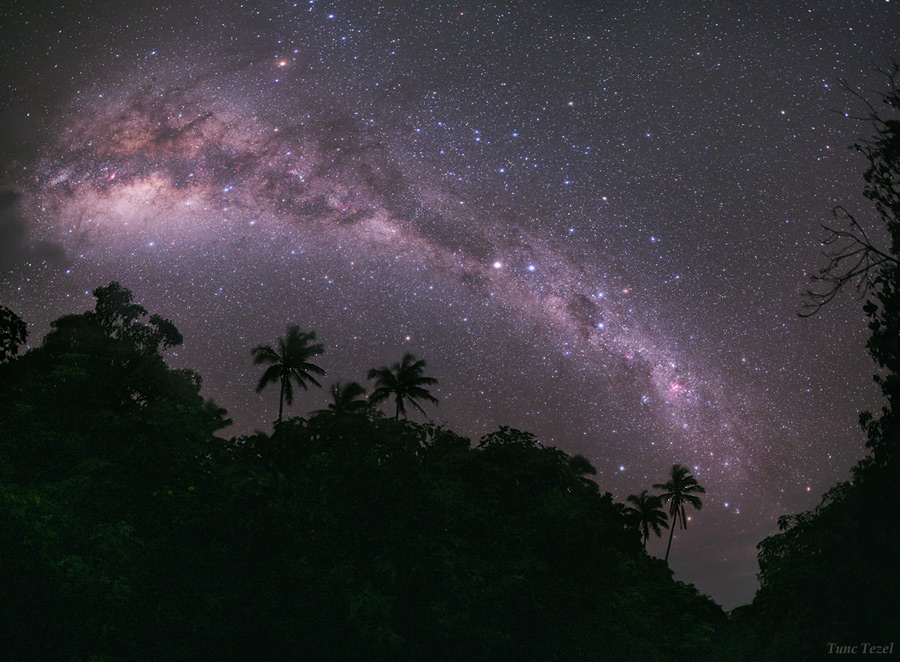 Skywatcher Captures Heavenly View From Paradise