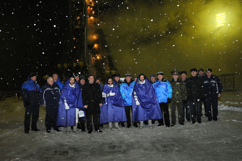 Expedition 29 Crew and Officials Pose in the Snow