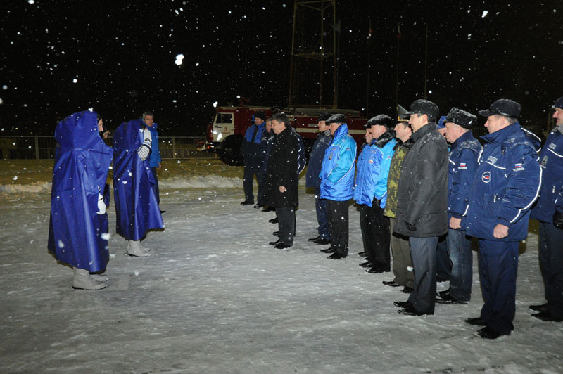 Expedition 29 Crew Greeted by Russian Officials