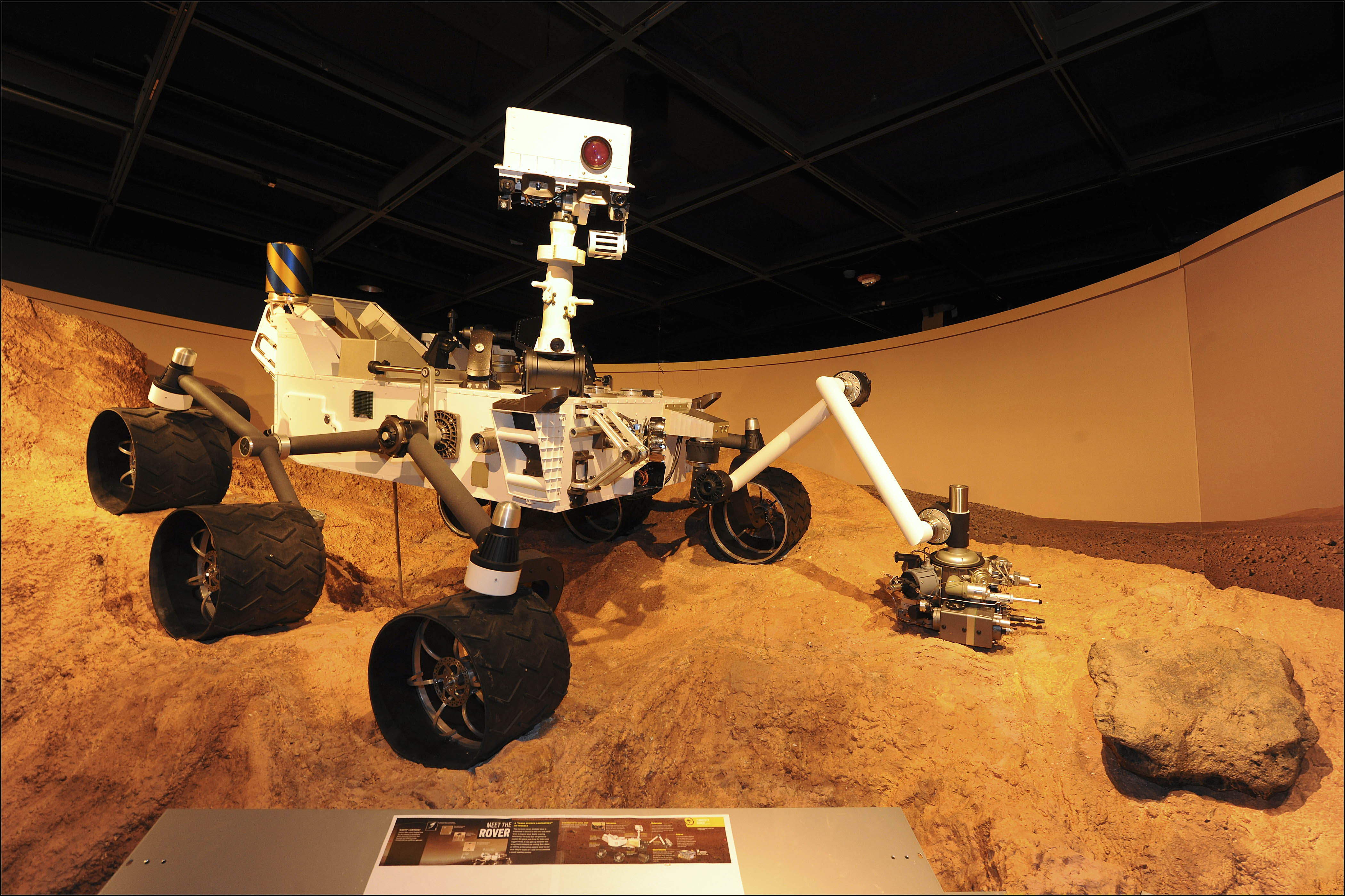 NASA's Huge Mars Rover Curiosity: 11 Amazing Facts
