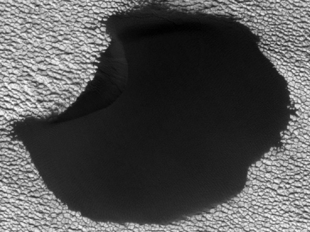 Mars Shifting Sand Dunes - Mars Reconnaissance Orbiter