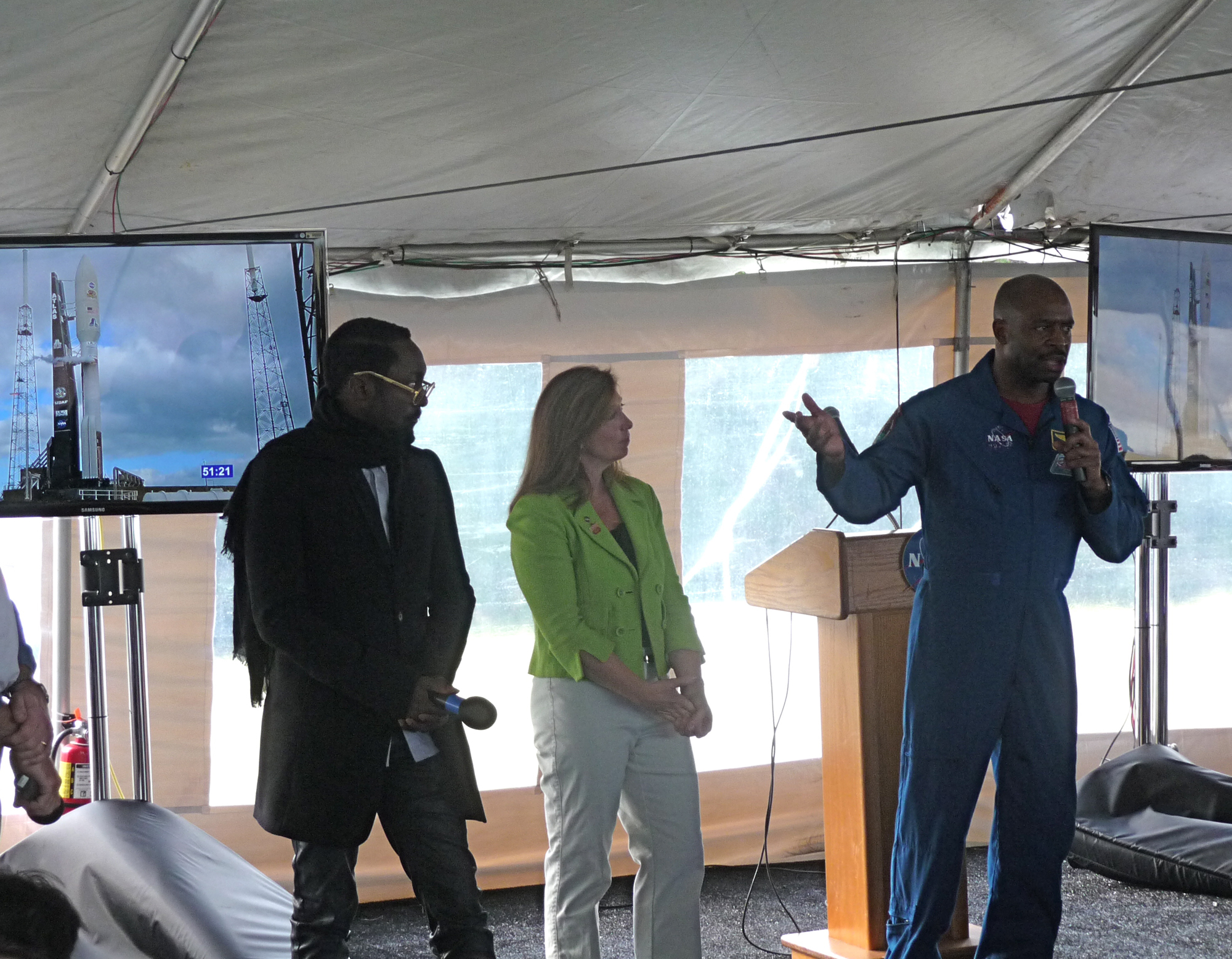 will.i.am, Lori Garver and Leland Melvin at Curiosity Launch Tweetup