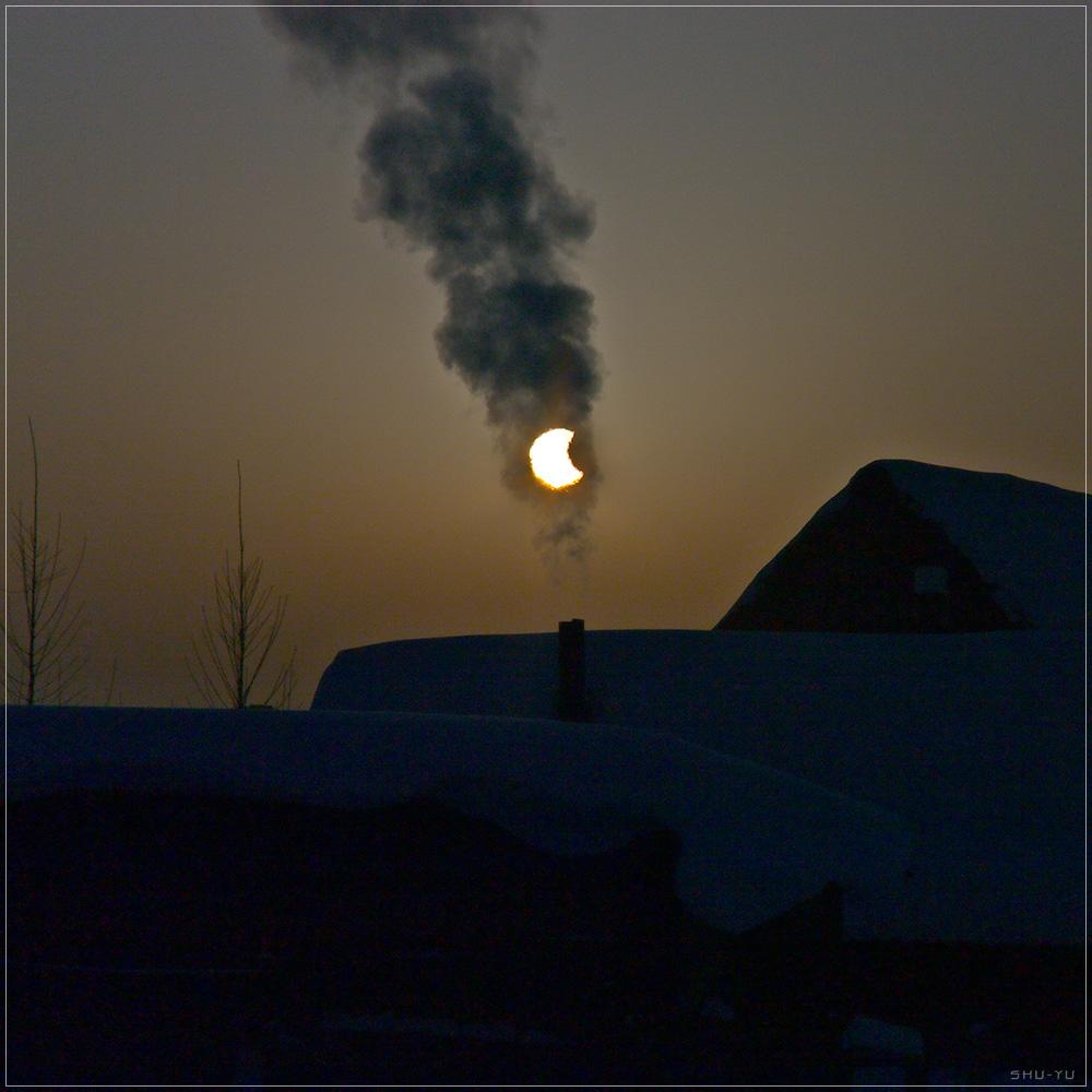 Smoky Sun: Skywatcher Captures Partial Solar Eclipse Through Chimney Smoke