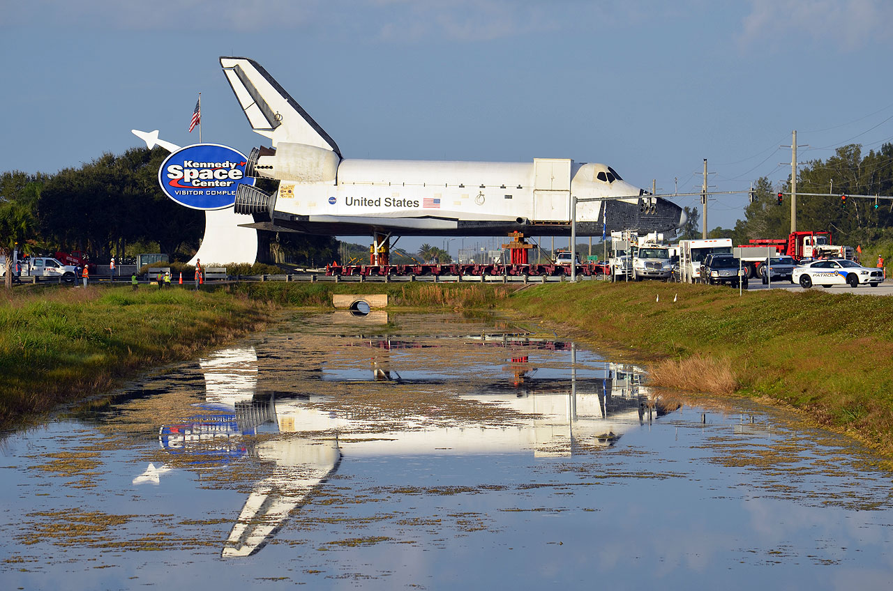 Mock Space Shuttle Moves to Make Way for Real Thing