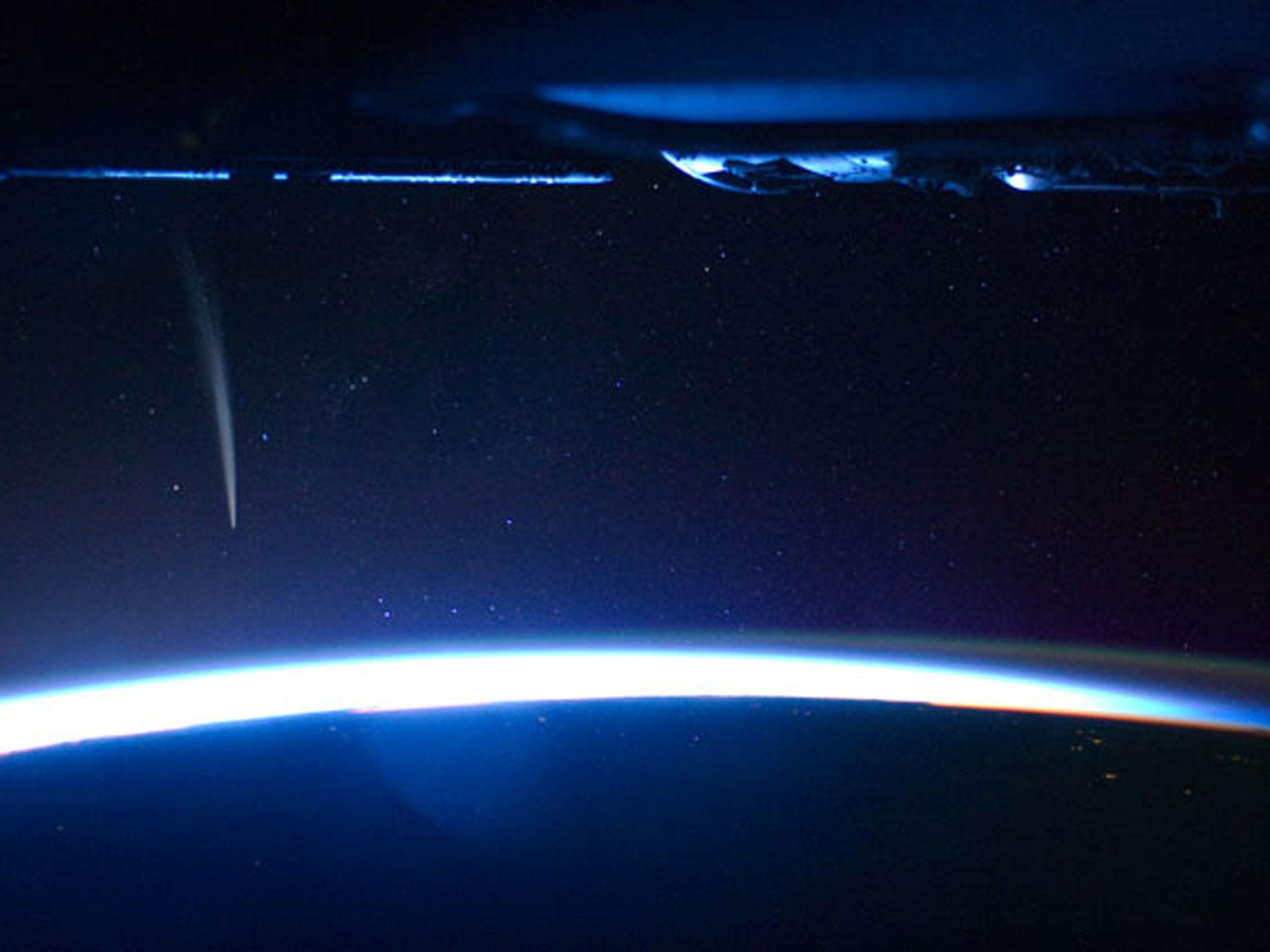 Astronaut Sees Comet Lovejoy From Space