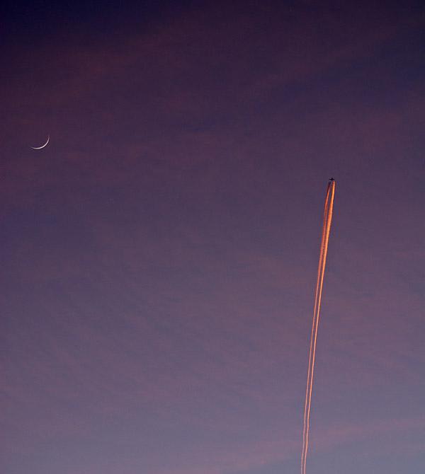 Venus & the Moon: Contrails