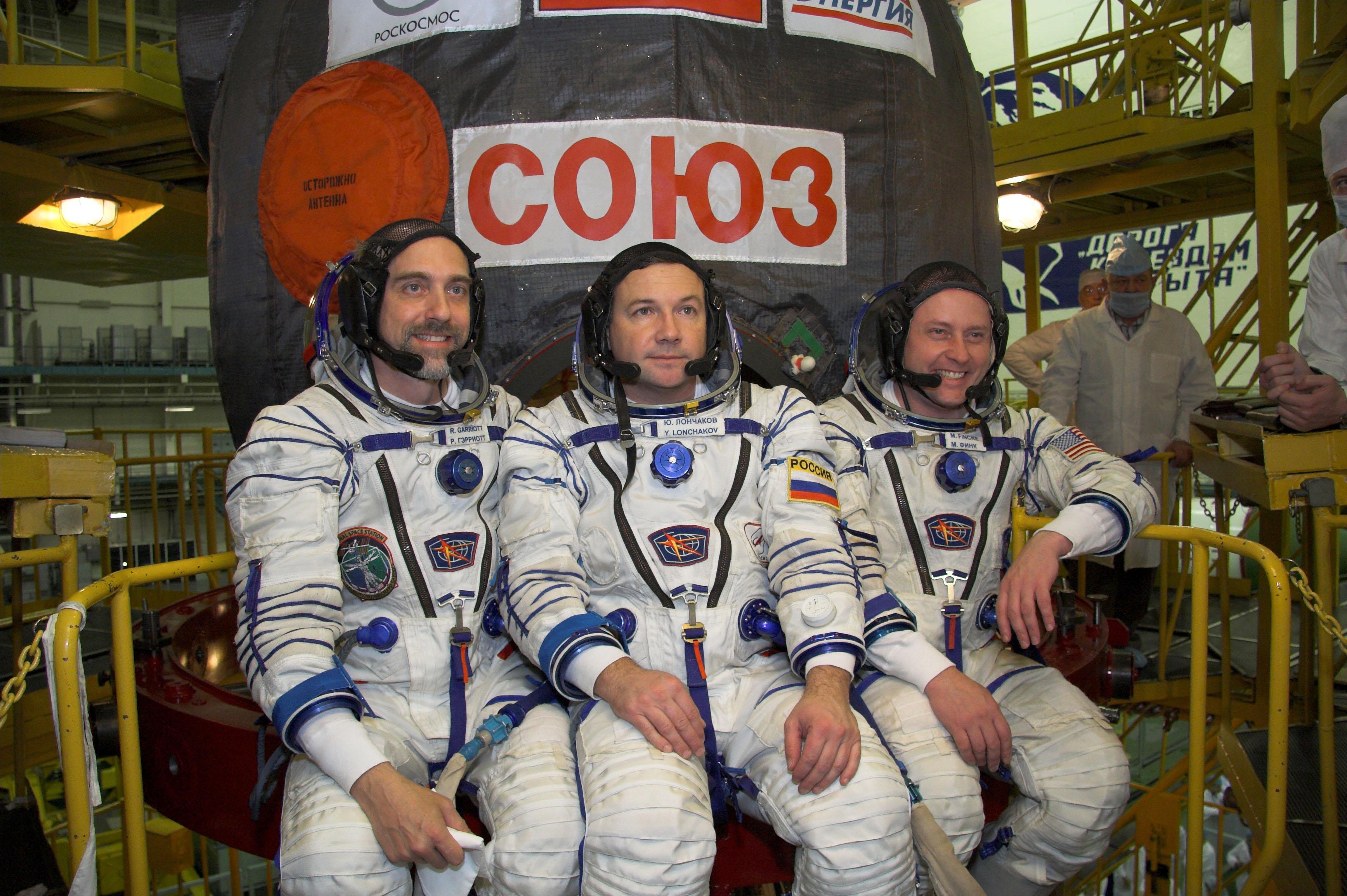 Richard Garriott, Yury Lonchakov and Michael Fincke of Expedition 18