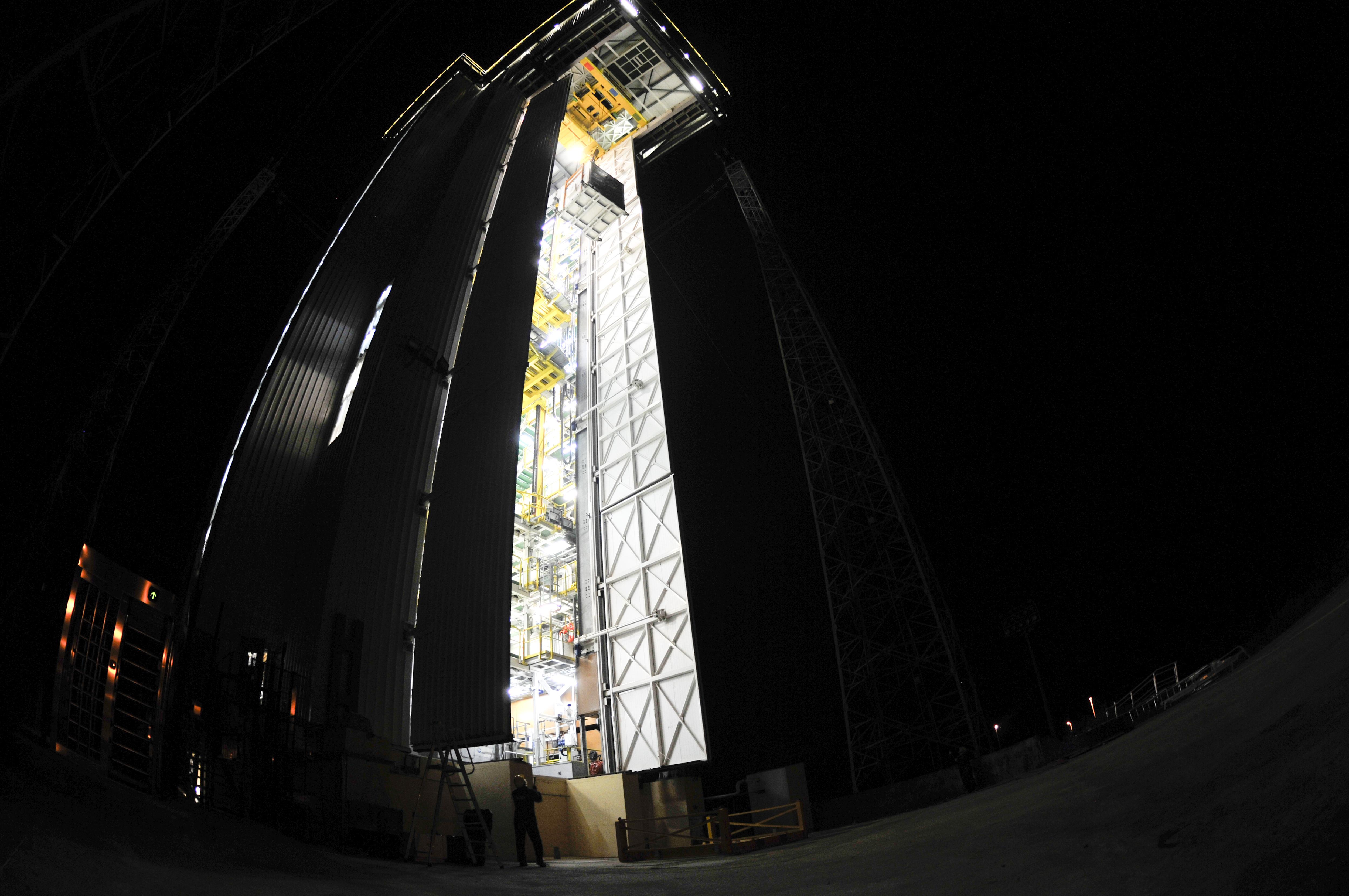 Hoisting of Vega's AVUM Fourth Stage