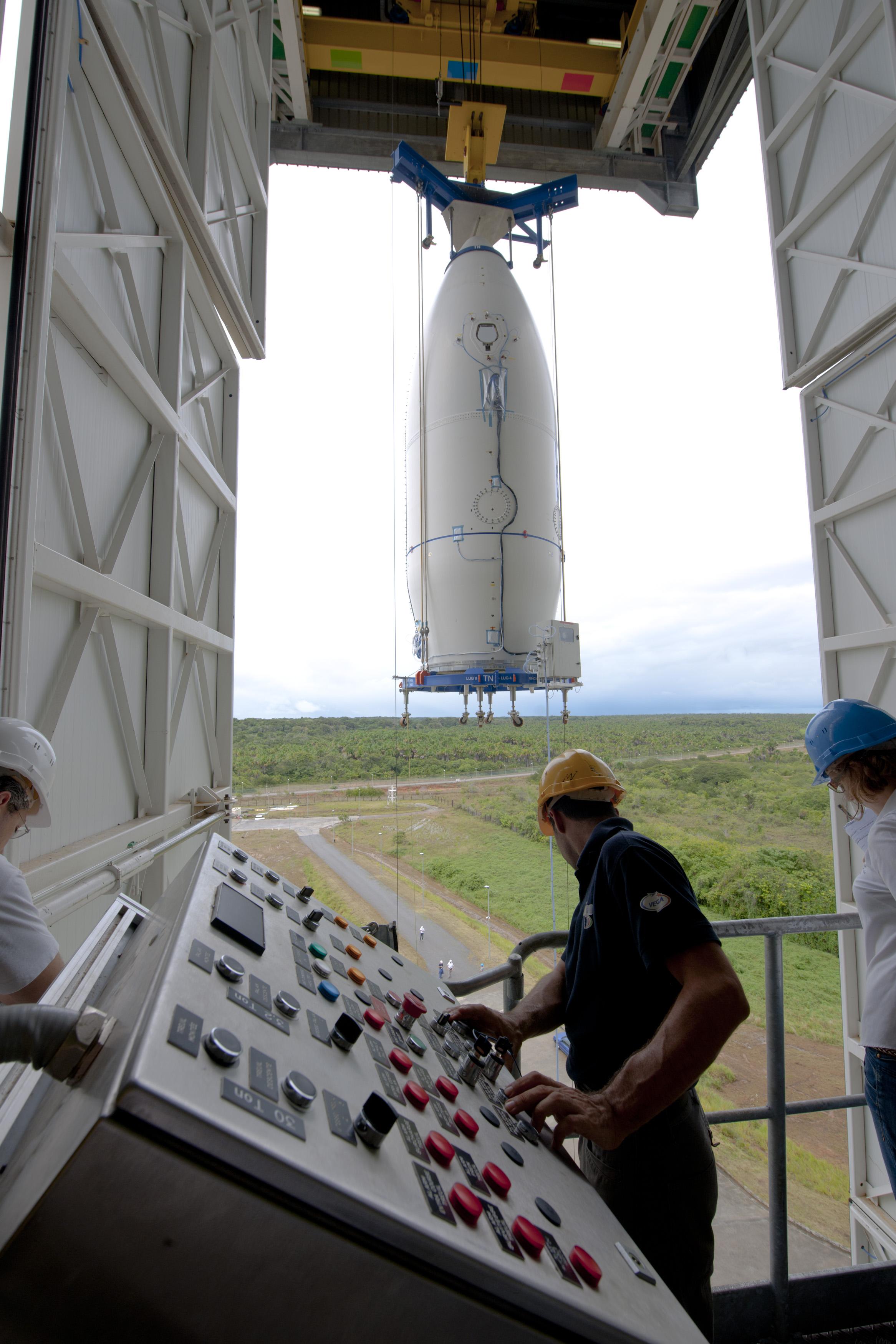 Hoisting of Vega's payload composite
