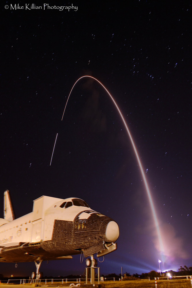 Photographer Catches Dazzling View of Nighttime Rocket Launch