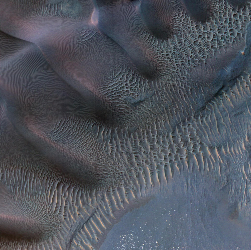 Winds of Mars Transform Sand Dunes Into Art