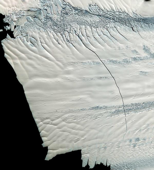 Stunning Photo Shows Growing Antarctic Ice Rift